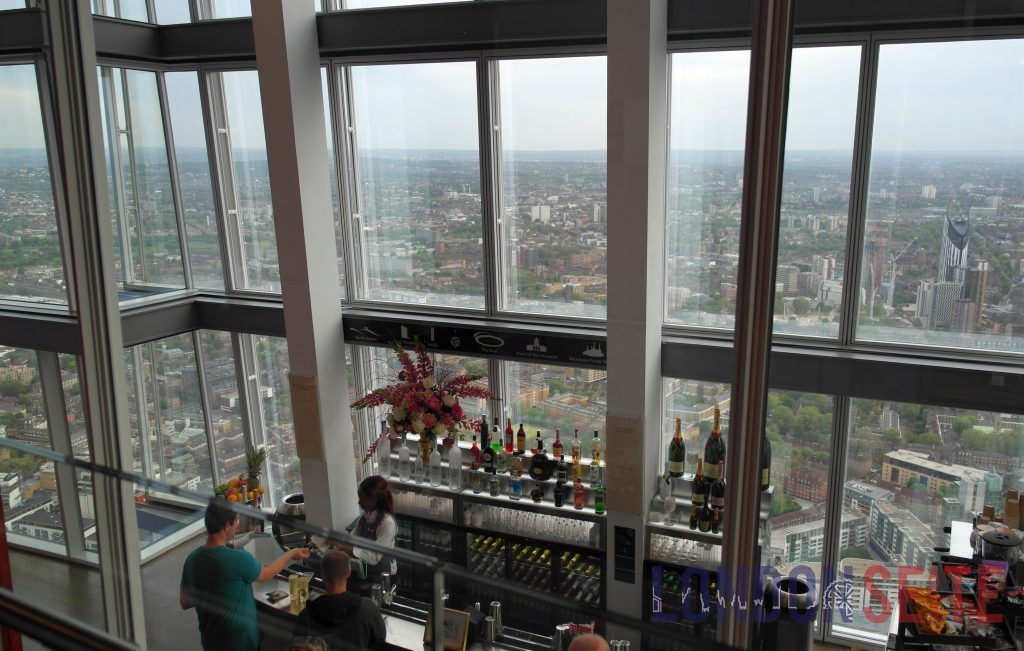 The Shard Indoorbereich mit Bar