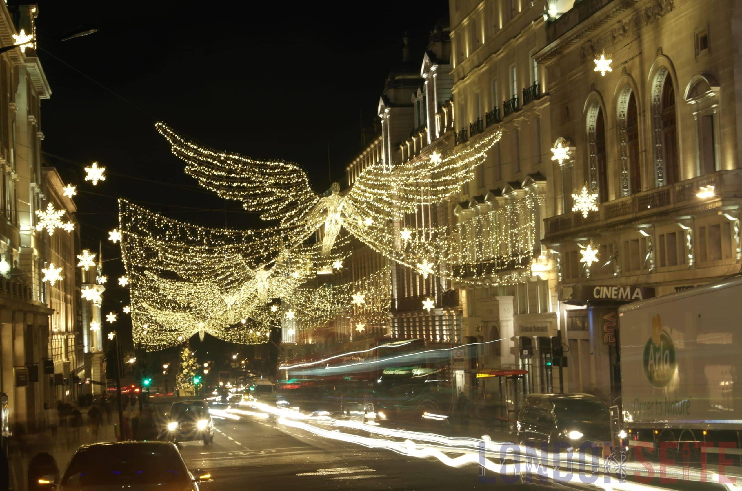 Weihnachtsbeleuchtung Glühlampen.Weihnachtsbeleuchtung In London Gehen Die Lichter An Londonseite