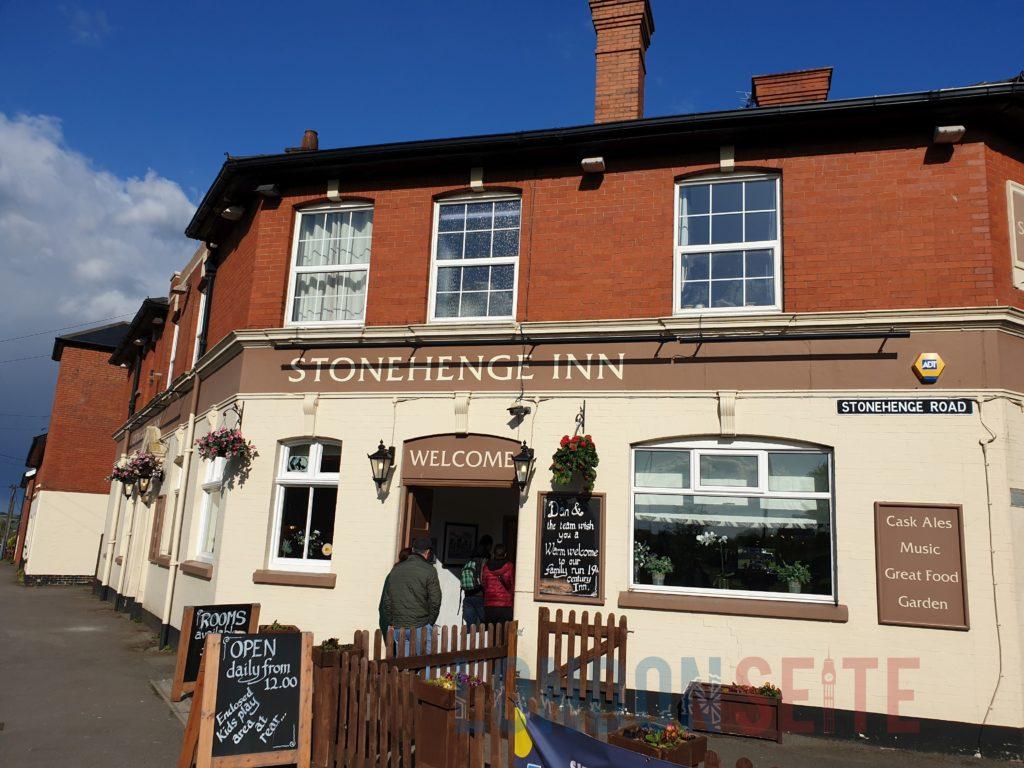 Stonehenge Tour - Pub